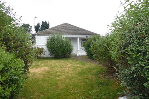 2 bedroom bungalow for sale - Carr Lane, Grimsby, DN32 8LP
