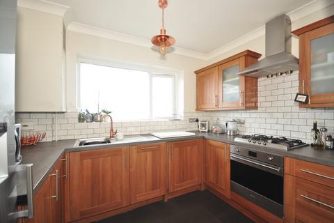2 bedroom flat to rent - Tye Close Saltdean BN2