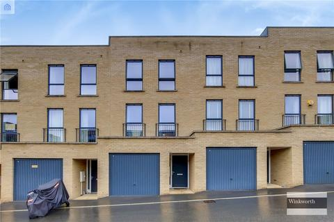 3 bedroom terraced house to rent - Horizon Place, Studio Way, Borehamwood, Hertfordshire, WD6