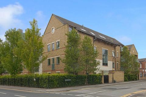 2 bedroom flat to rent - The crescent, Maidenhead