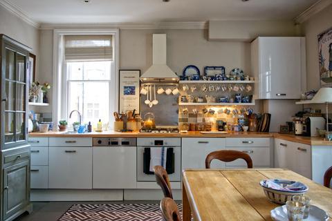2 bedroom flat to rent - Avonmore Road, London W14