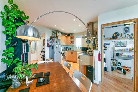 1 bedroom flat for sale - Marcon Place, Hackney, E8