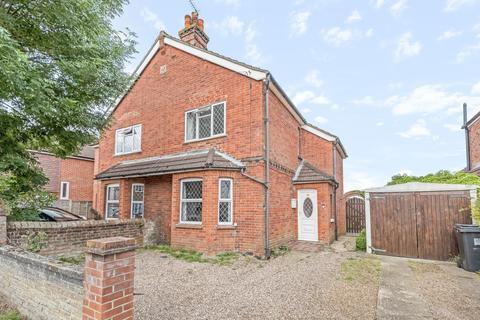 3 bedroom semi-detached house for sale - Loop Road, Woking, GU22