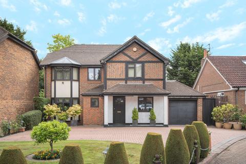 4 bedroom detached house for sale - Dukes Ride, Ickenham, Middlesex, UB10