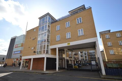 3 bedroom apartment to rent - Malt House Place, Romford, Essex, RM1