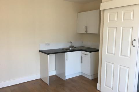 Studio to rent - Bloomfield Road  FY1