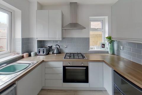 2 bedroom terraced house to rent -  Rhiw'R Ddar, Taff'S Well, Cardiff, CF15
