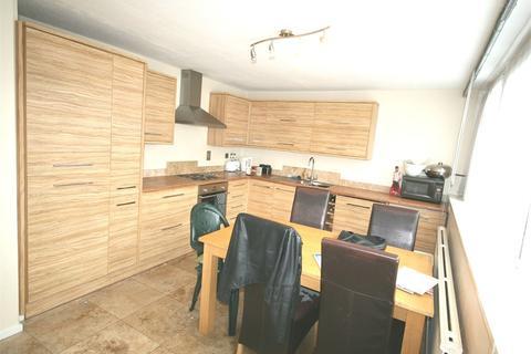 4 bedroom maisonette to rent - Wentworth Crescent, Peckham
