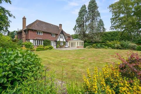 6 bedroom detached house to rent - The Fairway, Weybridge, Surrey, KT13 0RZ