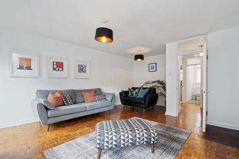 2 bedroom apartment to rent - Station Avenue, Walton On Thames, Surrey, KT12 1NJ