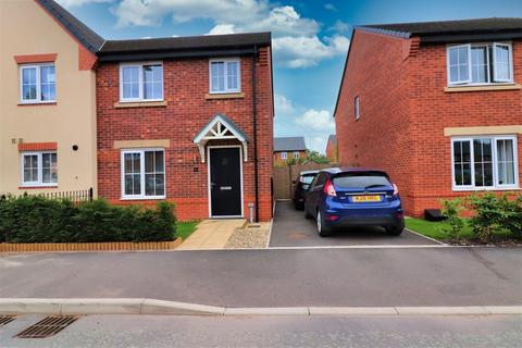 3 bedroom semi-detached house to rent - Shearwater Road, Farndon