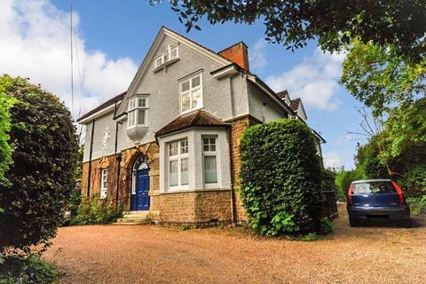 Studio to rent - Lower Edgeborough Road