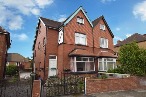 3 bedroom semi-detached house for sale - Grovehall Drive, Leeds, West Yorkshire, LS11