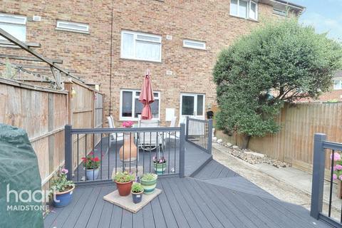 4 bedroom townhouse - 59 Reculver Walk, Maidstone ME15 8QP
