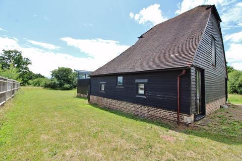 4 bedroom property to rent - Stocks Green Road, Tonbridge