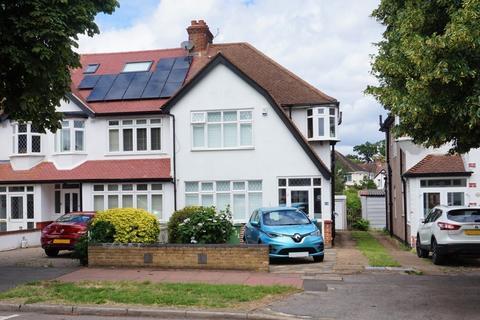 3 bedroom end of terrace house for sale - Manor Park Road, West Wickham