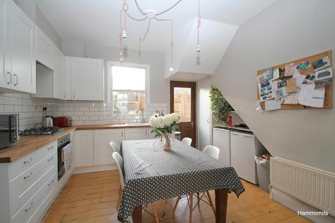 4 bedroom terraced house for sale - Swaton Road, London