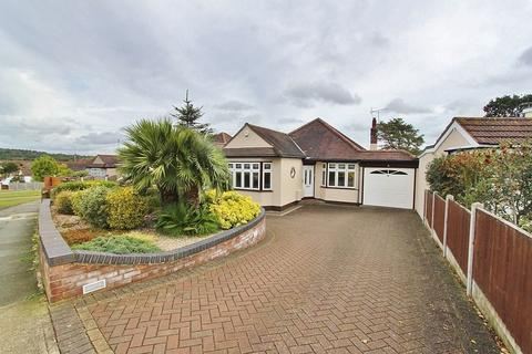 3 bedroom detached bungalow for sale - Mashiters Hill, Romford, RM1