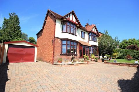 3 bedroom detached house for sale - Wrexham Road, Whitchurch