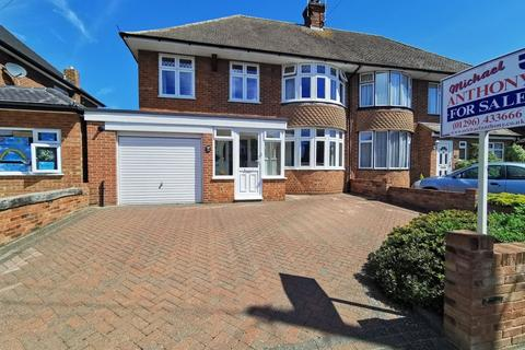 4 bedroom property for sale - Broughton Avenue, Aylesbury