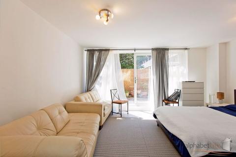 3 bedroom maisonette for sale - GOUGH WALK, POPLAR, LONDON E14