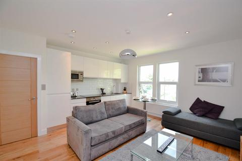 4 bedroom flat to rent - The Vale, Acton, W3