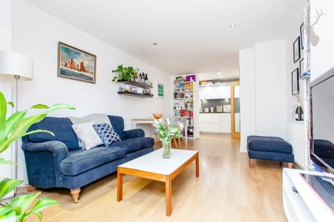 1 bedroom flat for sale - Findlay House, Bow, London