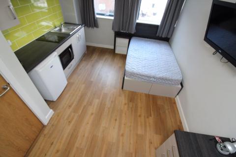 Studio to rent - S1 - Queen Street - Available Now