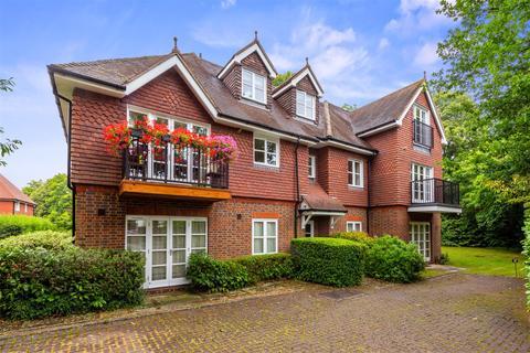 2 bedroom flat for sale - Ringley Avenue, Horley