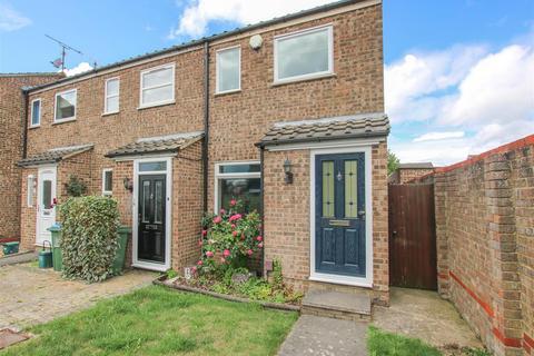 2 bedroom end of terrace house for sale - Waivers Way, Aylesbury