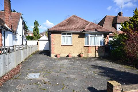 2 bedroom detached bungalow for sale - Meadway, Barnet