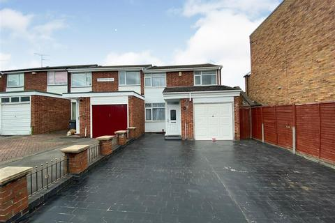 3 bedroom townhouse for sale - Nevanthon Road, Leicester