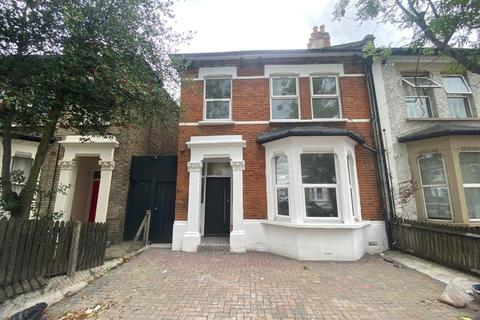 Studio to rent - Brownhill Road, London