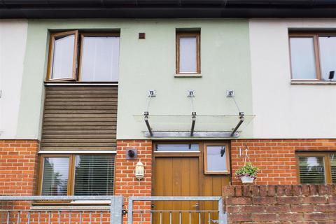 2 bedroom terraced house for sale - Walnut Way, Basingstoke