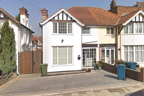 3 bedroom semi-detached house for sale - The Highlands, Edgware, HA8