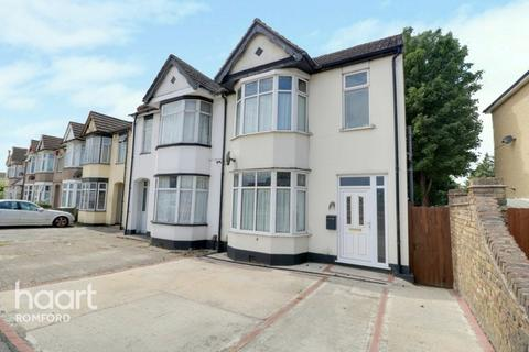 3 bedroom semi-detached house for sale - South Street, Romford
