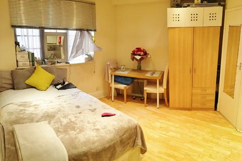 Studio to rent - Westbourne Crescent, Lancaster Gate, London W2
