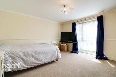 1 bedroom flat - Dellow Close, Ilford