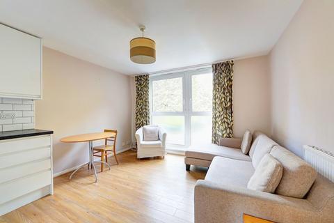 2 bedroom flat to rent - Garratt Lane, Earlsfield SW17