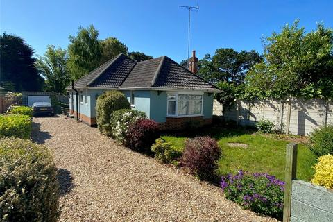 2 bedroom detached bungalow for sale - Guest Avenue, Poole, Dorset, BH12