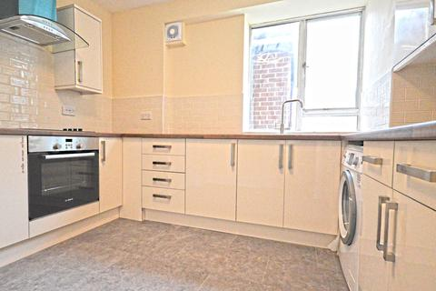 3 bedroom flat to rent - Martindale Avenue, London, E16