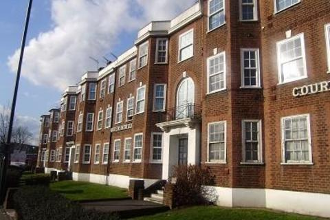 3 bedroom apartment to rent - North Circular Road Finchley Central N3
