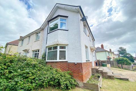 3 bedroom semi-detached house for sale - NO CHAIN! OVERLOOKING FREEMANTLE COMMON! IMPRESSIVE PLOT!
