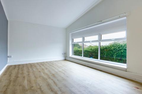 3 bedroom flat to rent - Linden Avenue, West Cross, Swansea, SA3 5LA