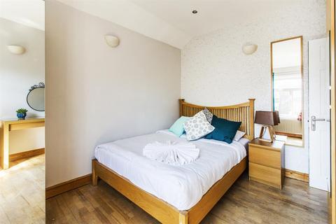 5 bedroom flat to rent - Agar Grove, London, London