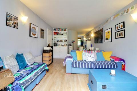 2 bedroom flat for sale - Fairfield Road, London, E3