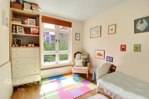 2 bedroom flat for sale - Fairfield Road, London, E3