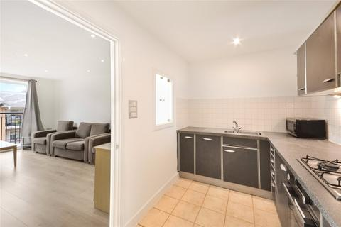 2 bedroom flat to rent - Settlers Court, 17 Newport Avenue, London, E14