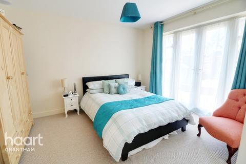 2 bedroom detached bungalow for sale - Saltersford Grove, Grantham