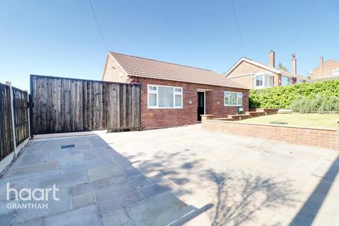 2 bedroom detached bungalow for sale - Saltersford Grove, Grantham